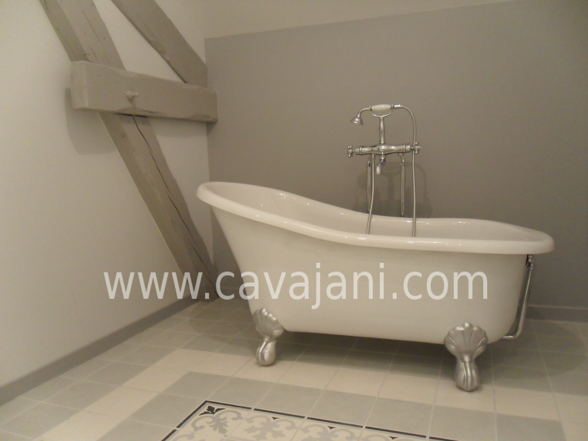 Wolf cavajani votre artisan id al renovation - Salle de bain avec baignoire sur pied ...